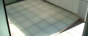 サムネイル: [ガラス床] 事務所エントランス